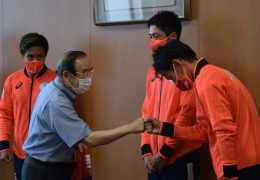 オリンピック出場ホッケー選手が平和堂財団を訪問。